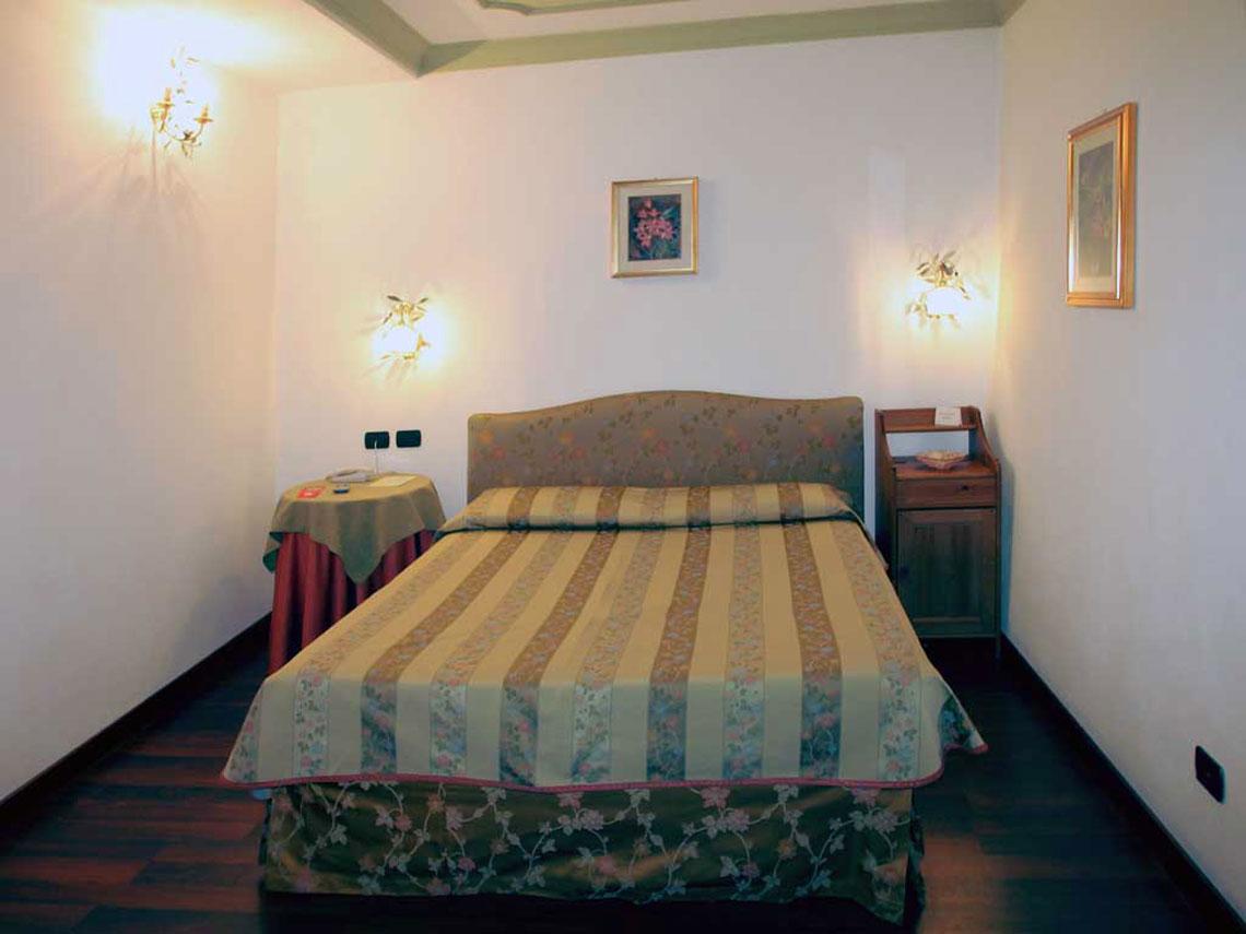 rooms_index_single